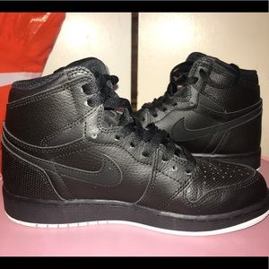 Nike Air mid shoes